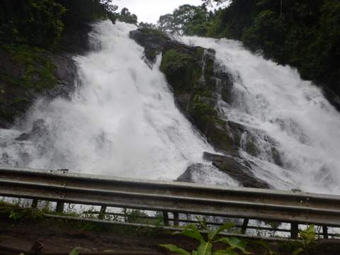 Charpa waterfall chalakudy river Top places near athirapally waterfalls our backpack tales 3